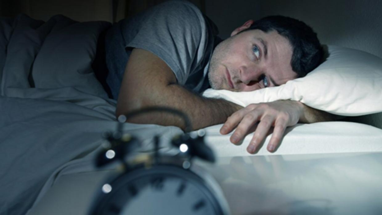 ¿Sufres insomnio? Hay secretos para dormir un poco más (y mejor) por las noches